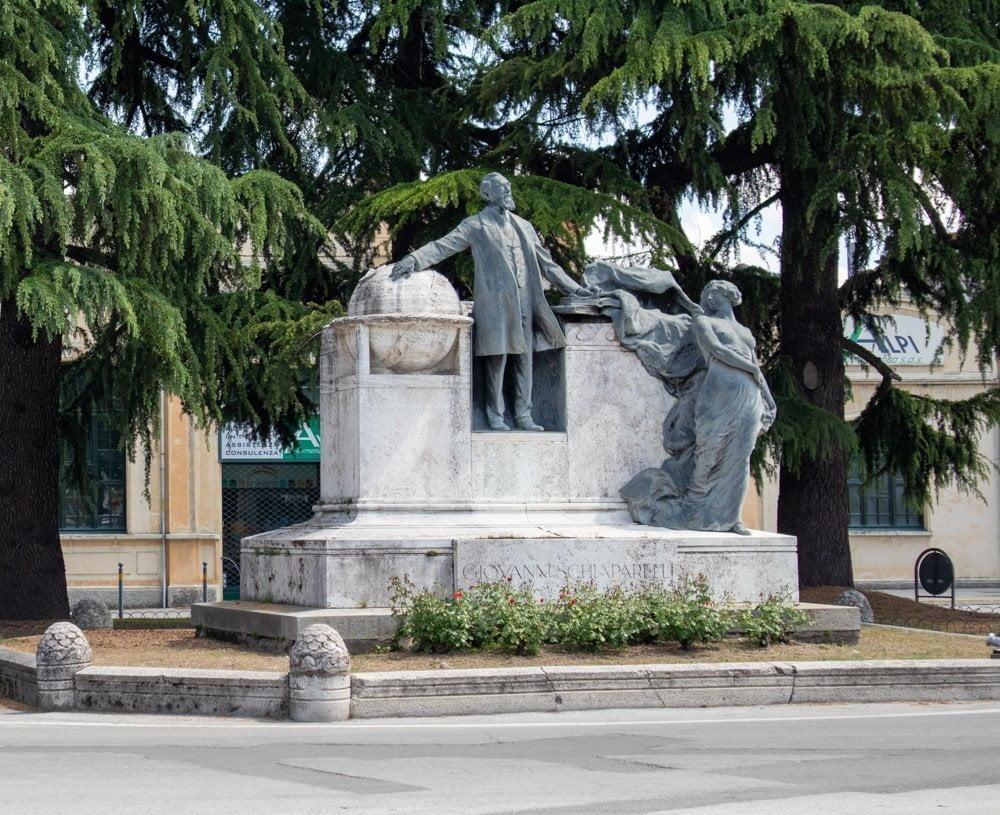 Monumento all'astronomo Giovanni Schiaparelli a Savigliano