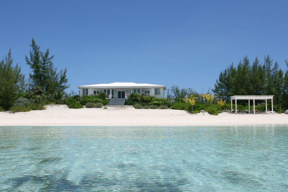 La villa alle Bahamas dove ha soggiornato Paola di Party e partenze