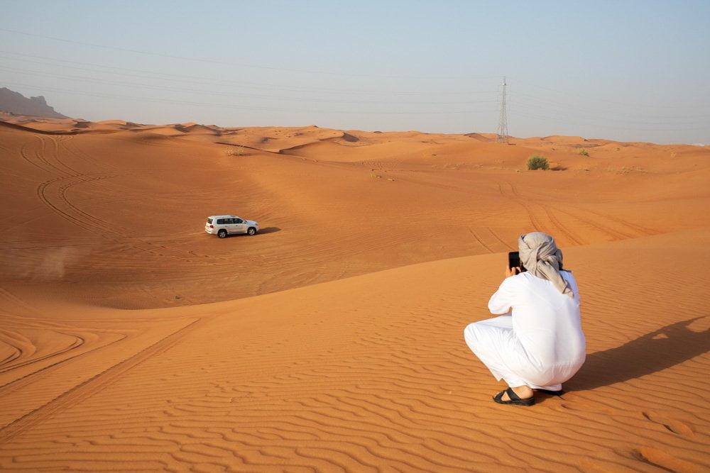 Dune bashing nel deserto di Sharja negli Emirati Arabi Uniti