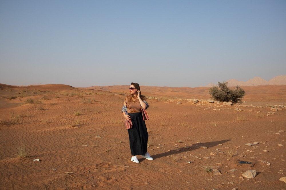 Paola Bertoni nel deserto di Sharja, Emirati Arabi Uniti