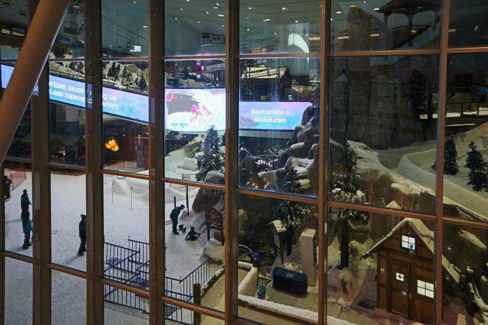 La pista da sci indoor Ski Dubai vista dal Mall of Emirates