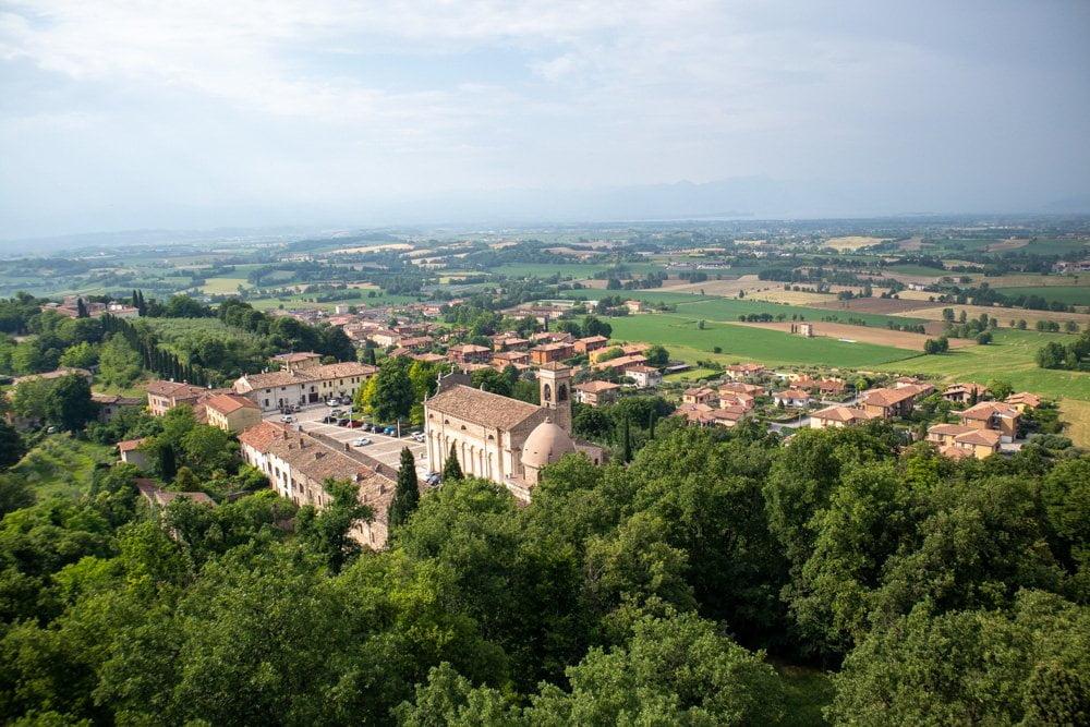 """Panorama di Solferino dalla terrazza panoramica della torre della Rocca """"Spia d'Italia"""""""