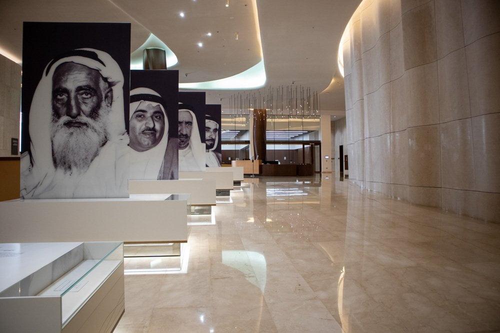 Lo spazio dedicato ai padri fondatori degli Emirati Arabi Uniti all'Etihad Museum a Dubai