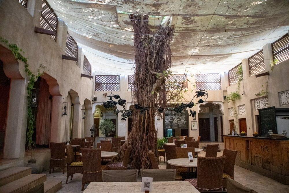 Caffetteria con galleria d'arte nel quartiere storico di Al Fahidi a Dubai