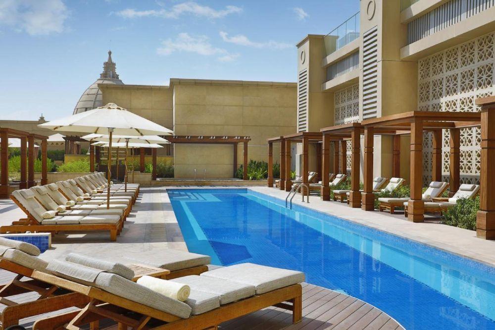 Una delle piscine sul terrazzo dell'hotel Hilton Dubai Al Habtoor City