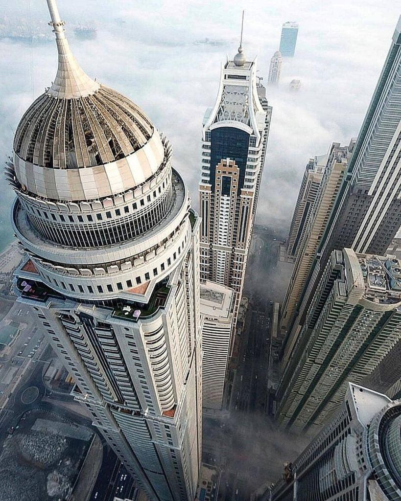 L'Elite Residence di Dubai in secondo piano dietro la Princess Tower