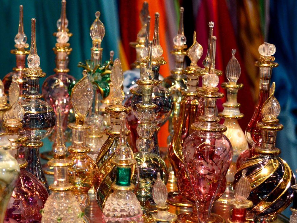 Bottigliette di profumo al Souk delle Spezie a Dubai