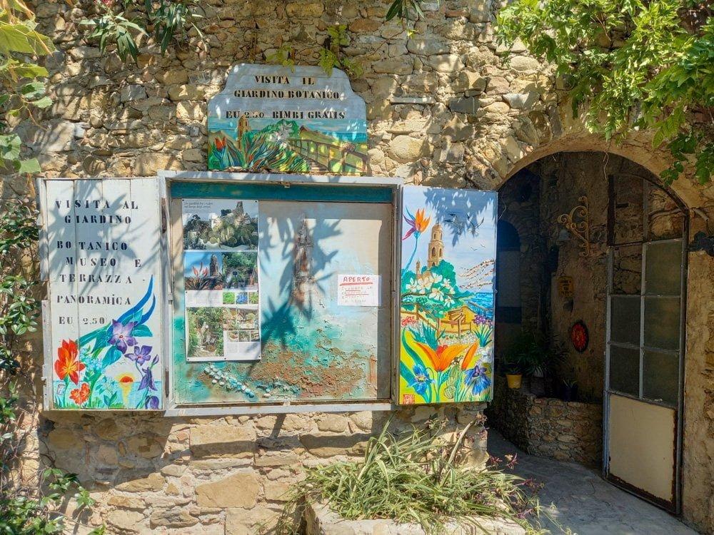 Ingresso del giardino botanico e museo di Bussana Vecchia