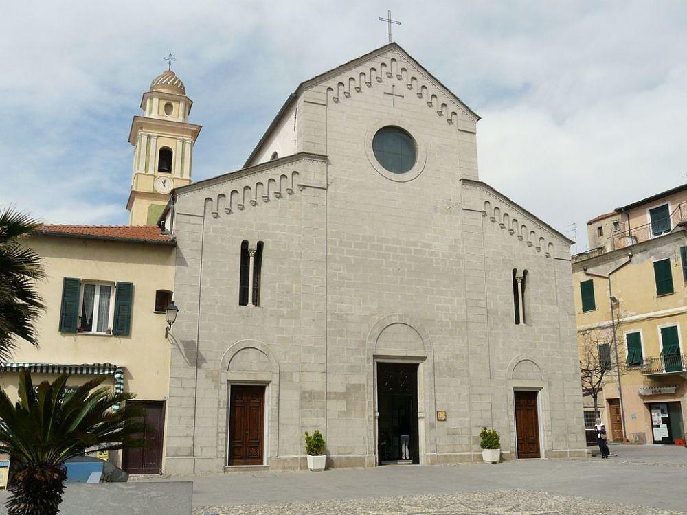La chiesa di Santo Stefano a Santo Stefano al Mare, foto Davide Papalini