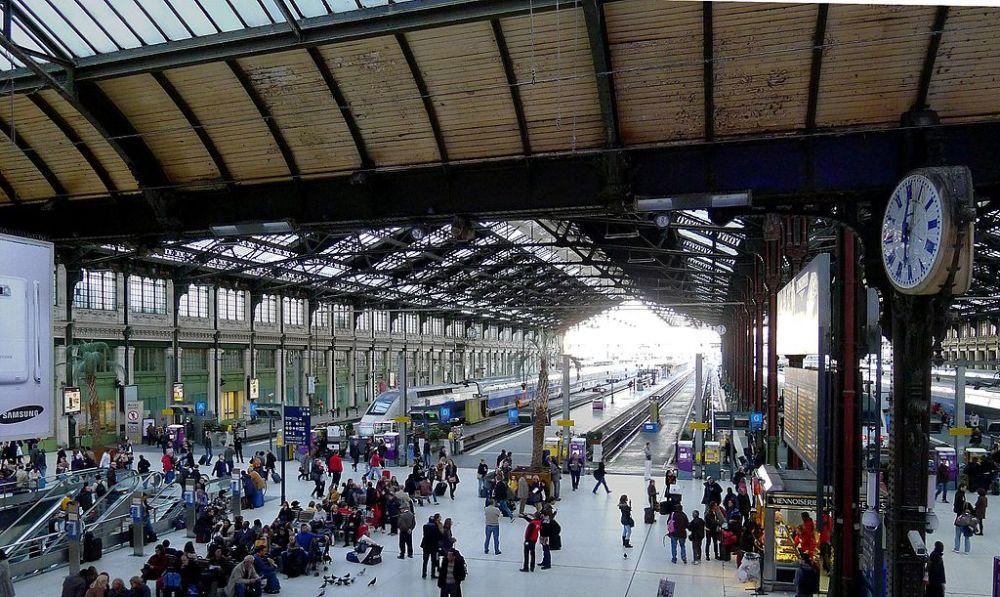 Interno della stazione ferroviaria di Parigi Gare de Lyon