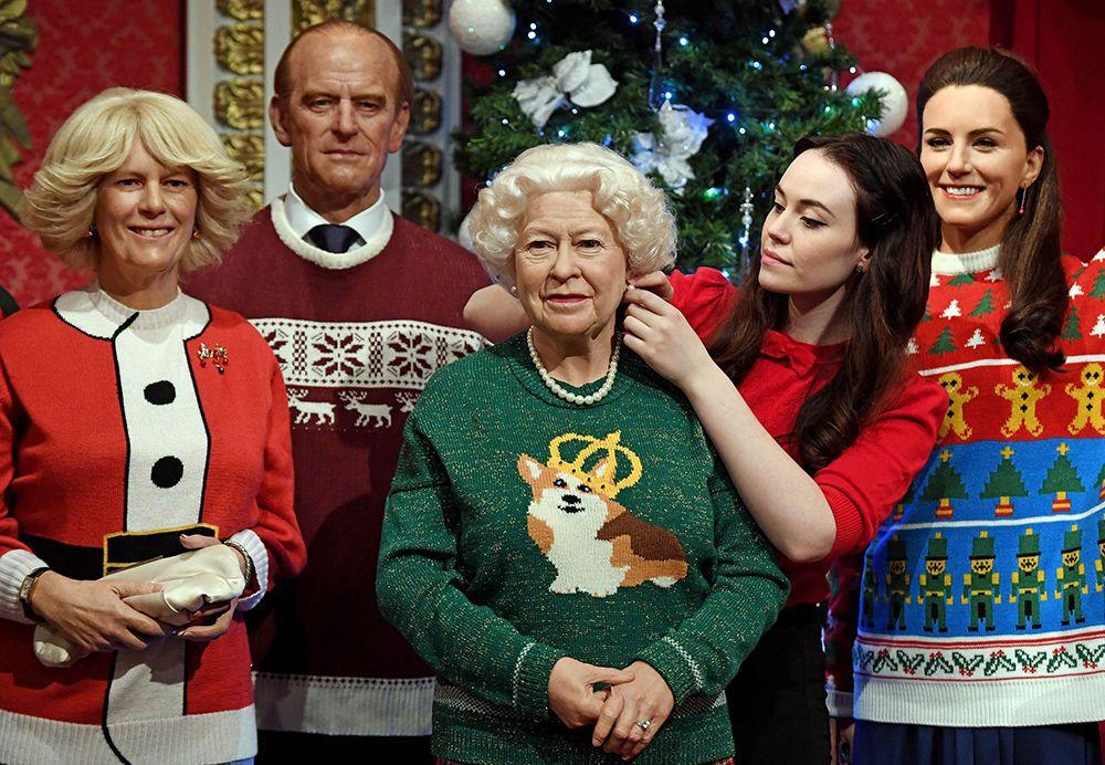 La famiglia reale con maglioni natalizi esposta nel 2016 al museo delle cere Madame Tussauds di Londra