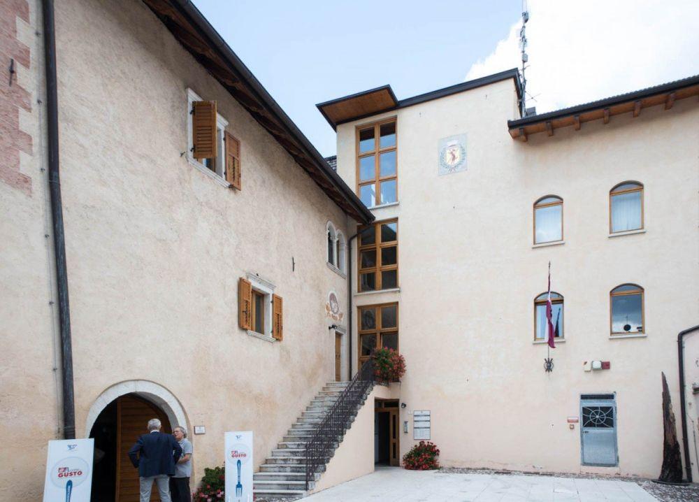 Il municipio del Comune di Sarnonico dove si sono svolte le degustazioni dell'evento di anteprima di #AComeGusto