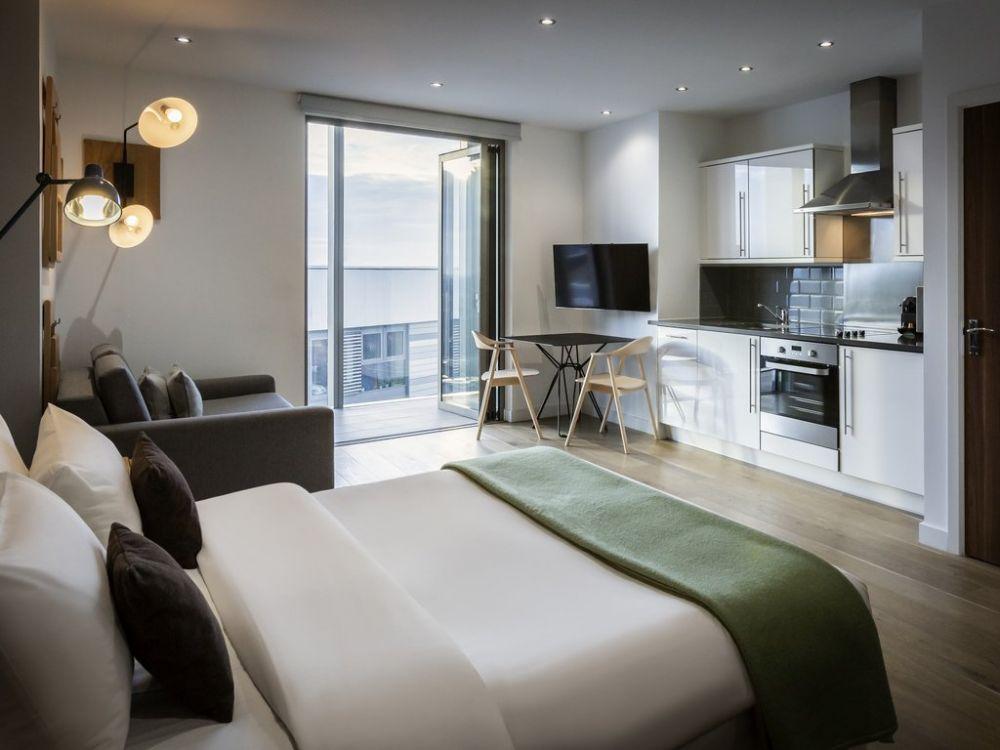 Camera con cucina attrezzata dell'Aparthotel Adagio London Brentford a Londra