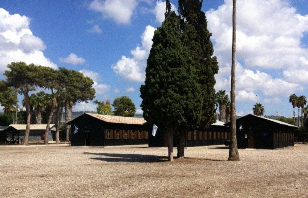 Le baracche del campo di detenzione di Atlit, vicino a Haifa, Israele