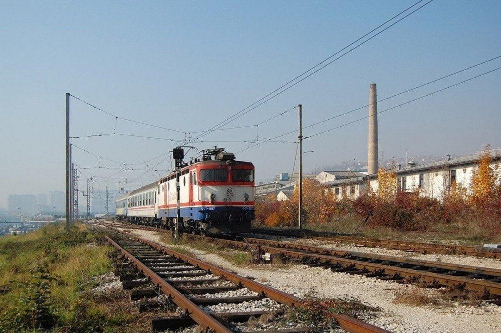 Binari vicino alla stazione ferroviaria di Sarajevo