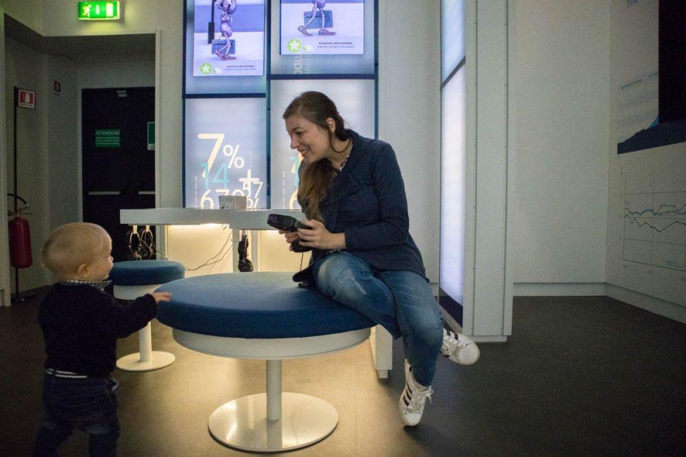 Paola Bertoni e il Britalian baby nello spazio Capire del Museo del Risparmio di Torino