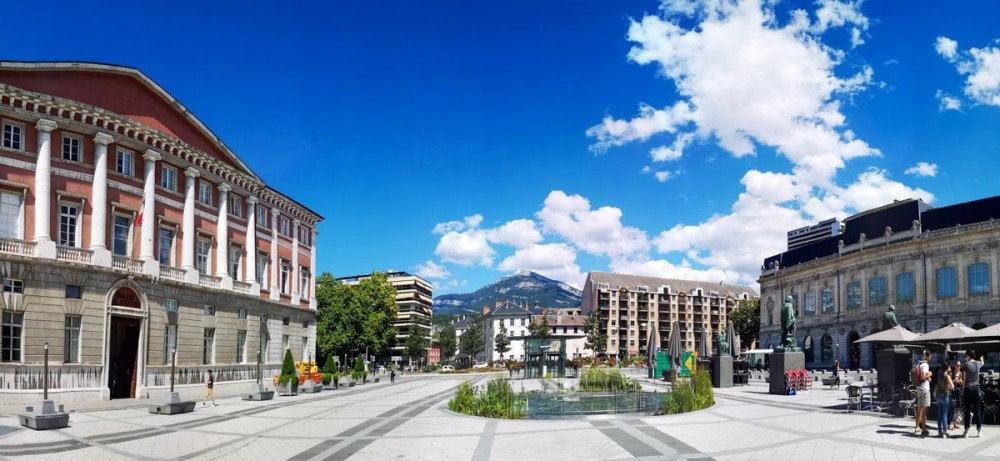 Centro di Chambery con Palazzo di Giustizia a sinistra e Museo di Belle Arti a destra
