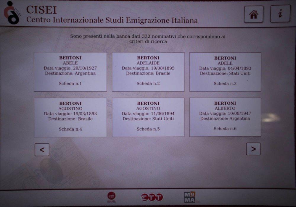 Ricerca emigranti alla postazione interattiva del CISEI Centro Internazionale Studi Emigrazione Italiana nel padiglione MEM Memoria e Migrazioni al Galata Museo del Mare di Genova