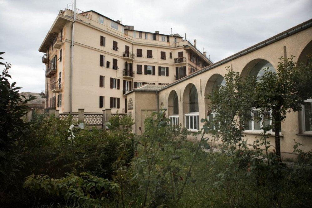 Il Convento Sant'Anna di Genova dove si trova l'Antica Farmacia Erboristeria dei frati carmelitani scalzi