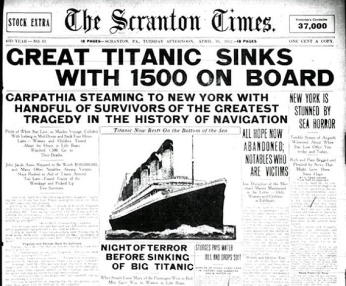 La prima pagina di un giornale con la tragedia del Titanic