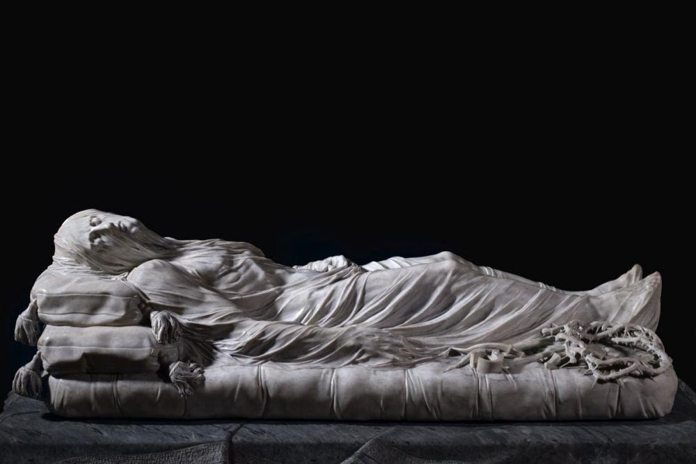 Il Cristo velato nella cappella Sansevero di Napoli