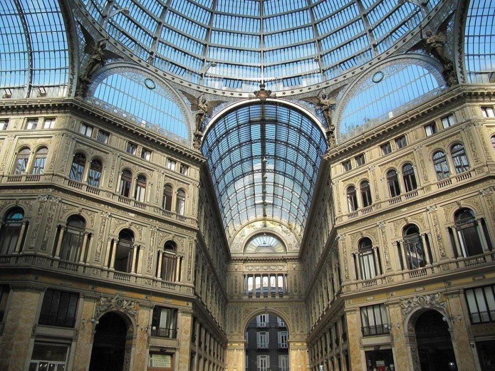 La cupola in ferro e vetro della Galleria Umberto I di Napoli