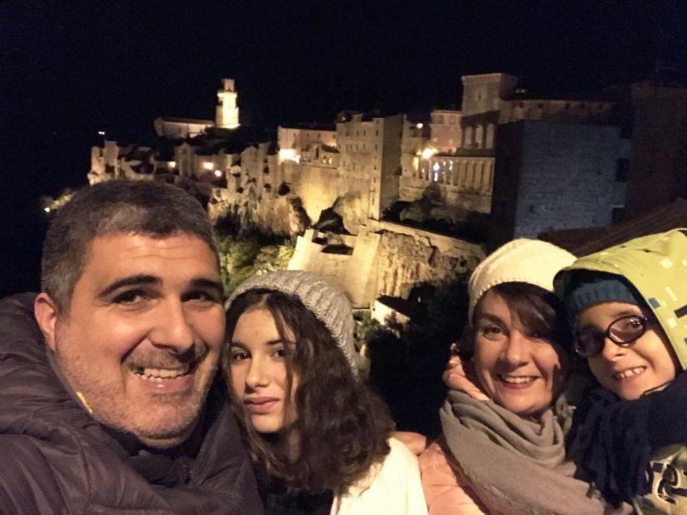 Famiglia in fuga a Pitigliano