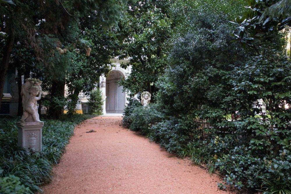 Ingresso di Villa Invernizzi a Milano