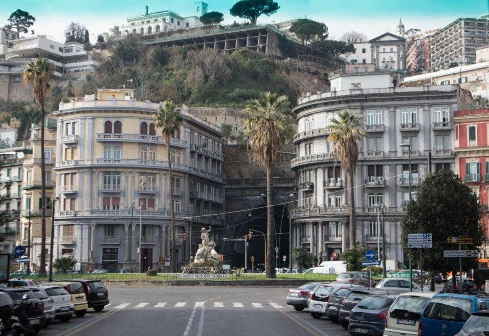 Piazza Sannazaro con la galleria Laziale e la statua della sirena Partenope