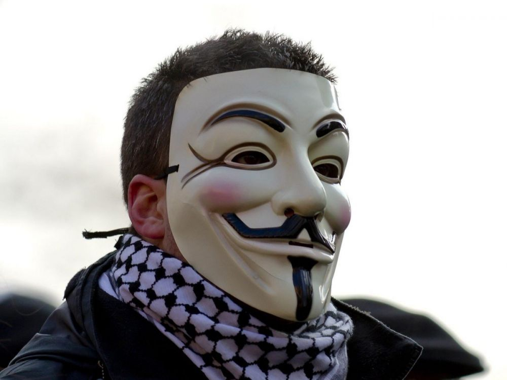 Maschera di Anonymous, ispirata a Guy Fawkes