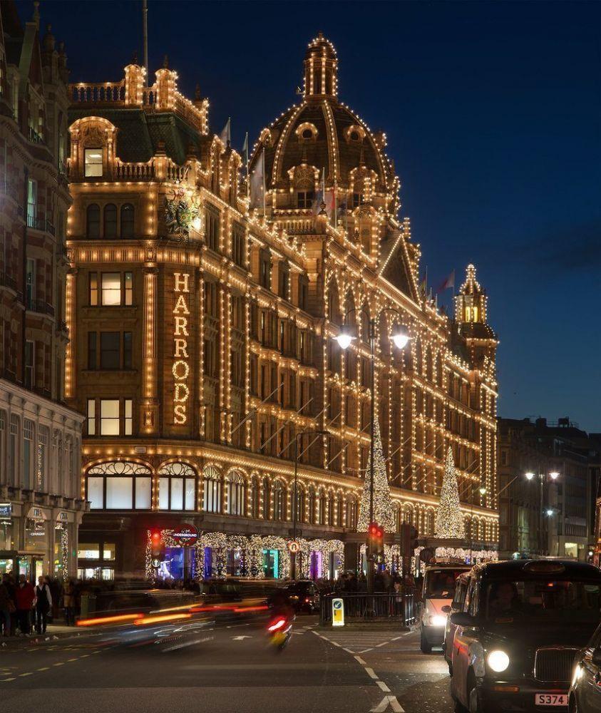 Luci natalizie sui magazzini Harrods di Londra, foto David Iliff