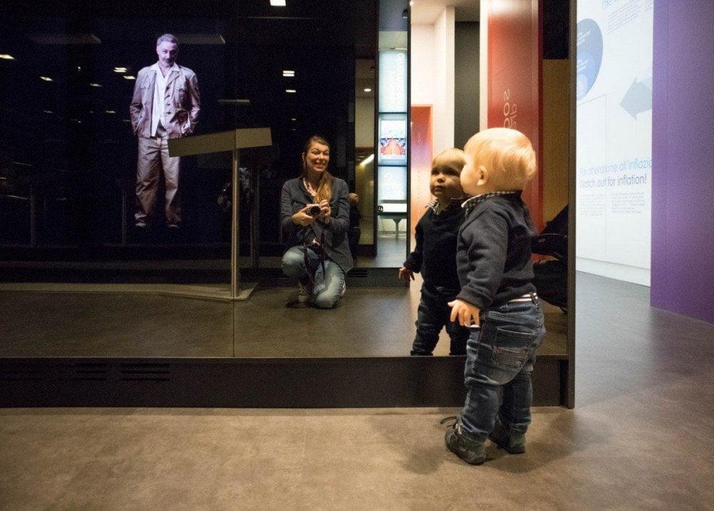 Paola Bertoni e il Britalian baby incontrano Hemingway nello spazio Raccontare del Museo del Risparmio di Torino