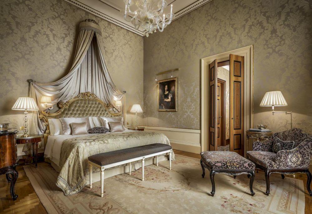 Camera con letto a baldacchino all'Hotel Danieli di Venezia