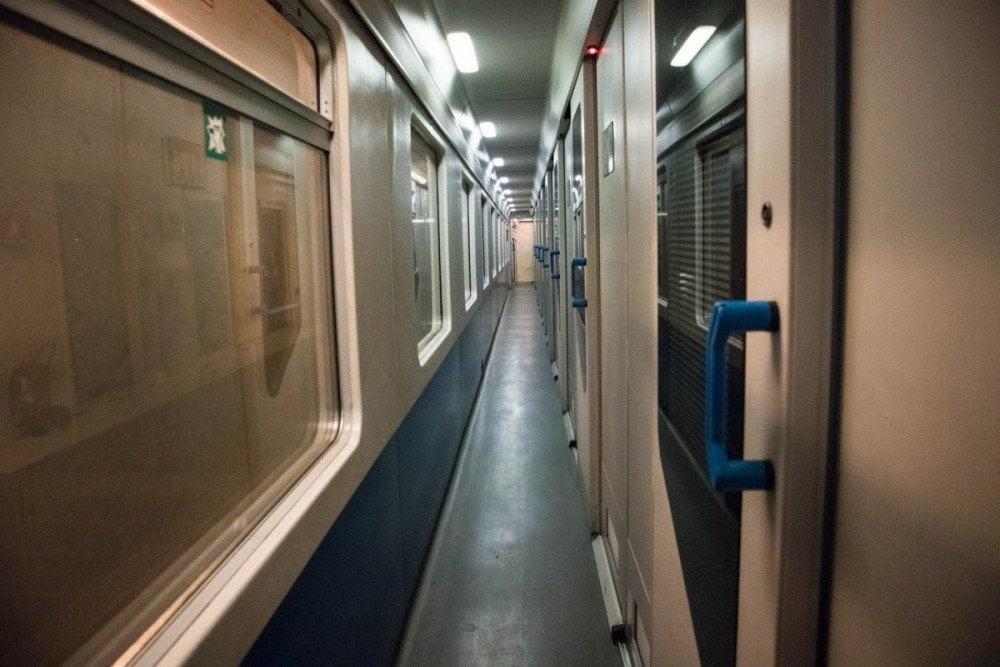Interno del vagone C4 Comfort sul treno Intercity Notte di Trenitalia
