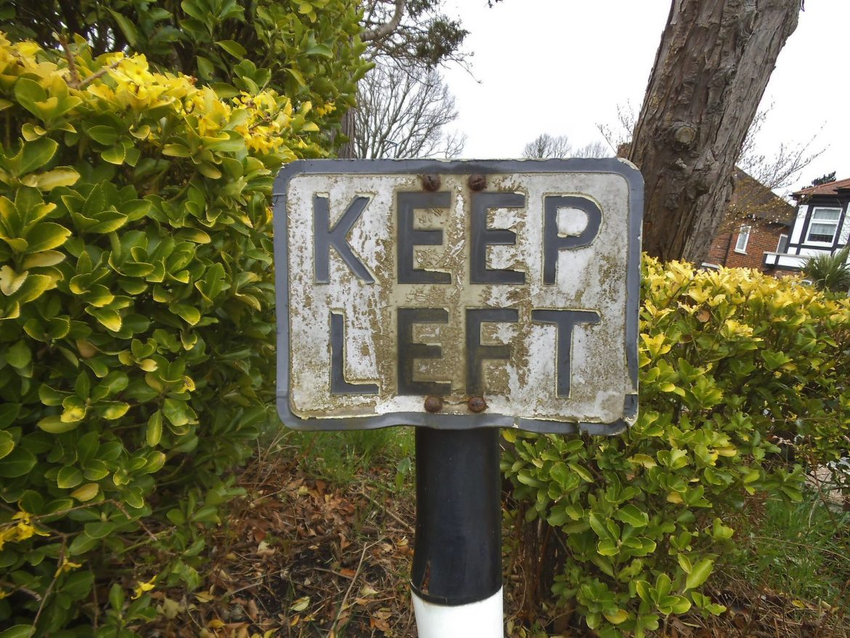 Keep Left, foto David Howard