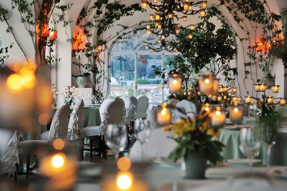 La sontuosa sala da pranzo dell'hotel Le Sirenuse di Positano