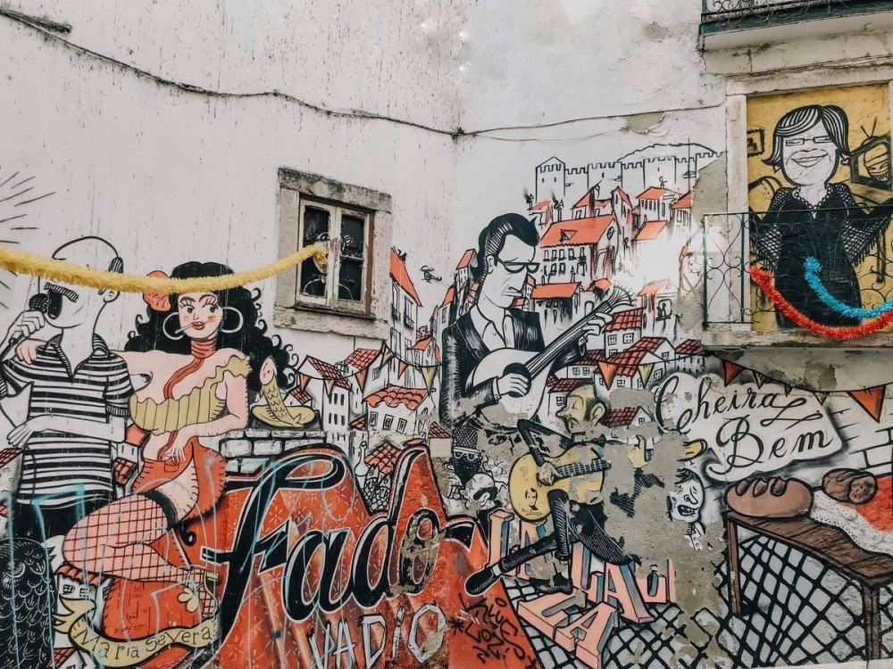 I murales sul fado a Lisbona che puoi vedere nei free walking tour, foto Tiff Ng