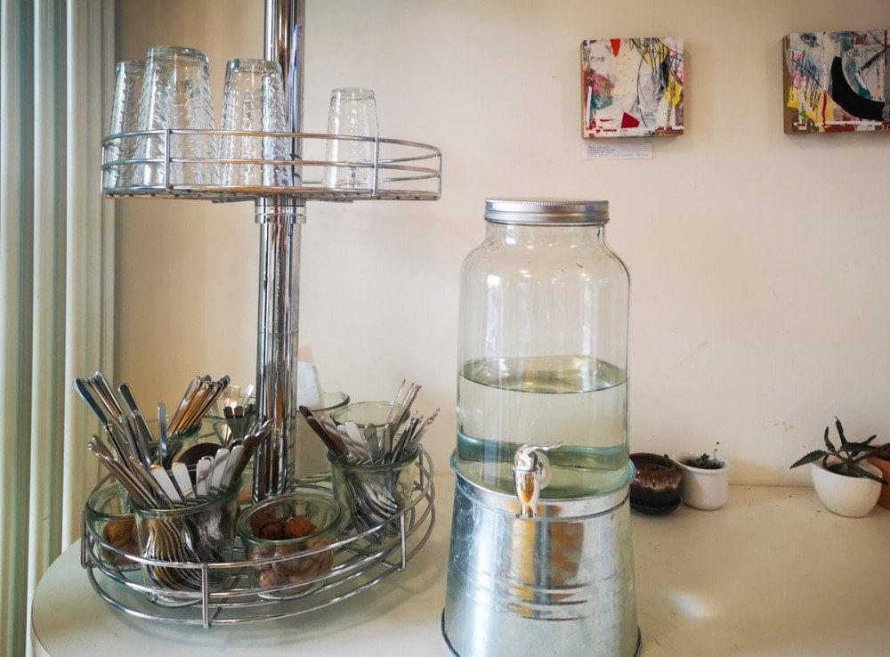Il dispenser di acqua potabile nel ristorante DeliKaktus di Lorrach