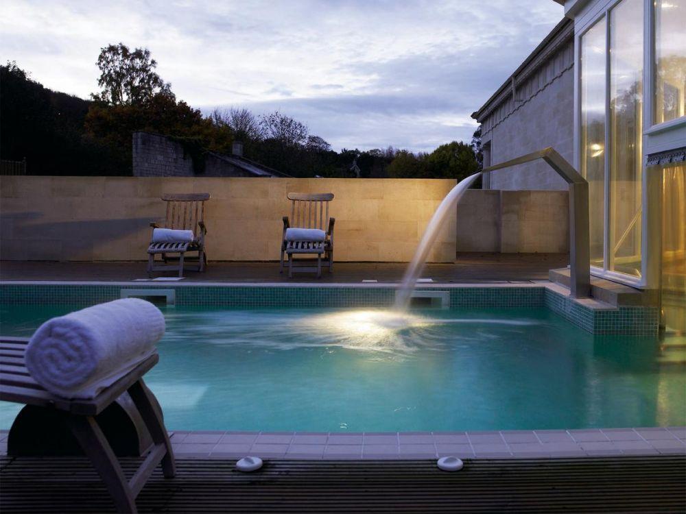 La piscina dell'hotel Macdonalds di Bath, nel Regno Unito