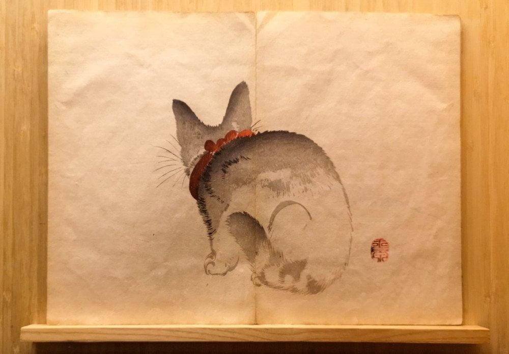 Gattino disegnato nel libro illustrato giapponese Gyokusen Shuga Cho del periodo Meiji esposto al MAO Museo d'Arte Orientale di Torino