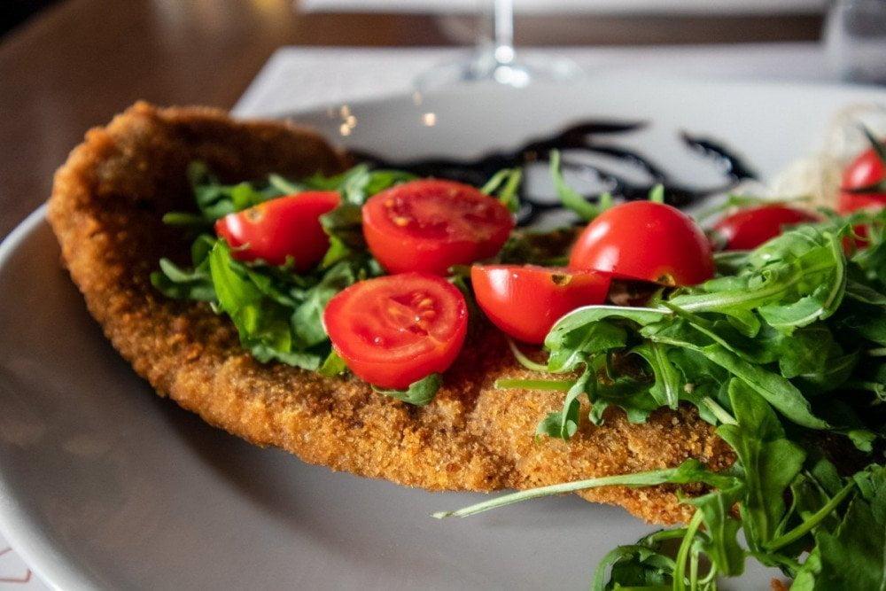 Cotoletta impanata al ristorante argentino Milanga di Torino
