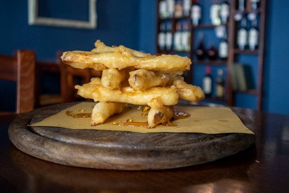 Melanzane fritte ricoperte di miele al ristorante argentino Milanga di Torino