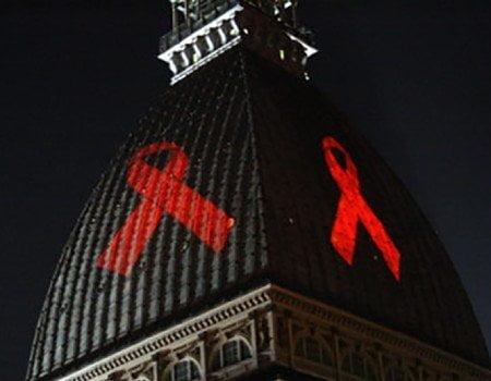 Mole Antonelliana illuminata per sensibilizzare sull'HIV
