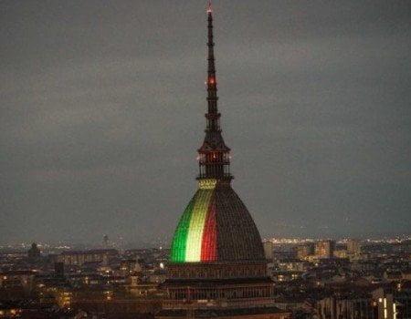 Mole Antonelliana illuminata con il tricolore