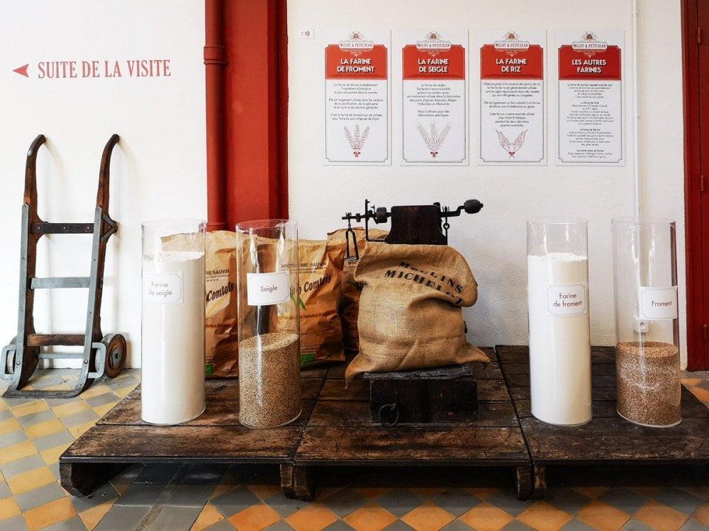 Ingredienti per preparare il pan di spezie esposti nel museo della fabbrica Mulot & Petitjean a Digione