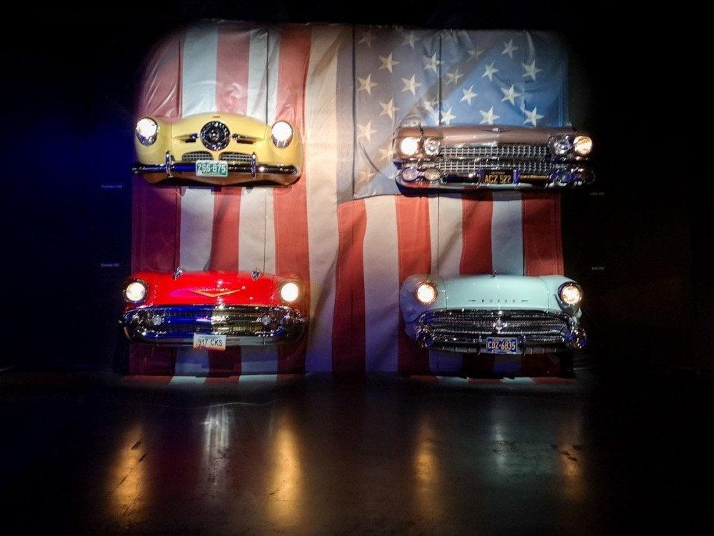 Parte anteriore di auto americane al Museo dell'Automobile di Torino