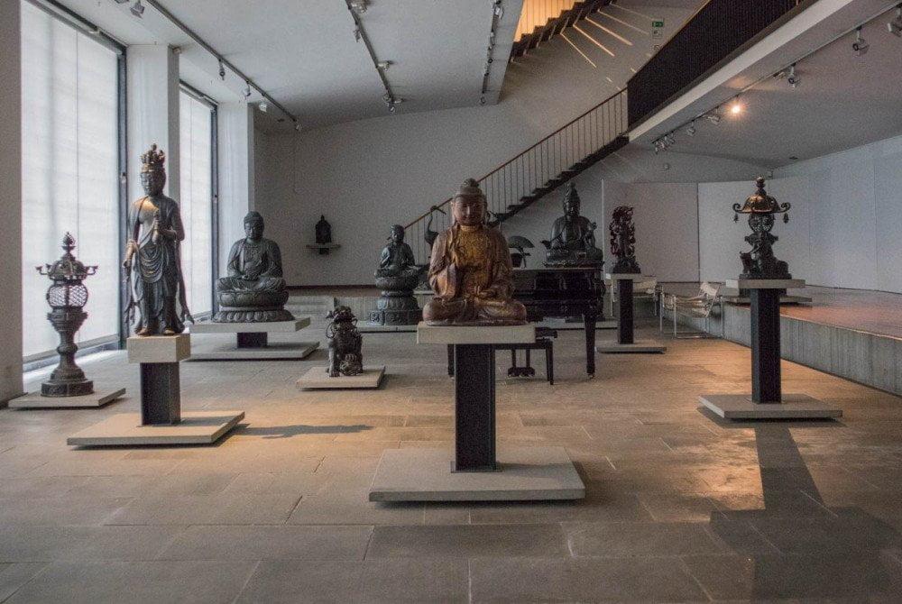 Le sculture in bronzo al piano terra del Museo d'Arte Orientale E. Chiossone di Genova