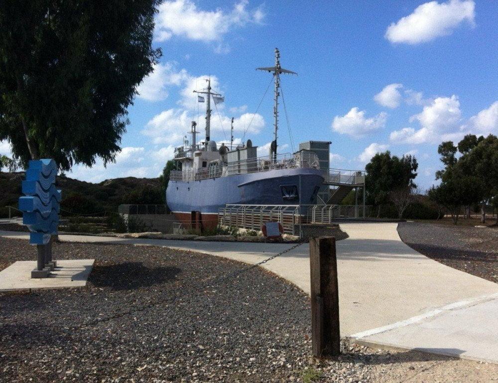 La nave Galina nel campo di detenzione di Atlit, vicino a Haifa, Israele, nella quale possiamo vedere l'esposizione sull'immigrazione ebraica in Palestina via mare
