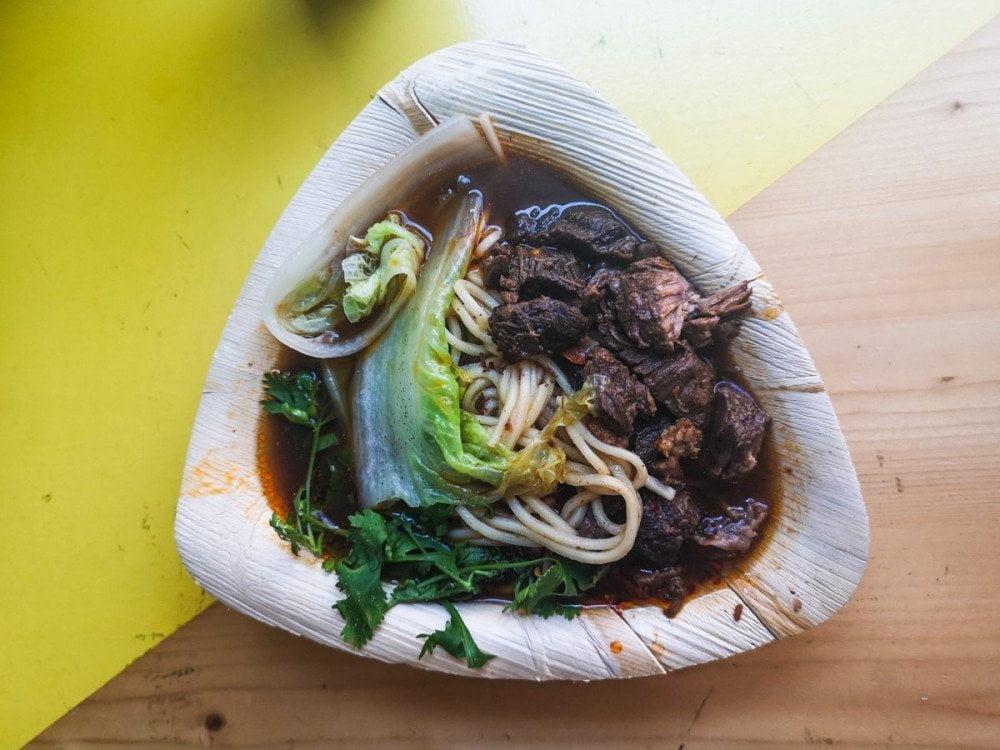 Noodles con brasato di manzo del ristorante cinese Oh Crispa a Torino