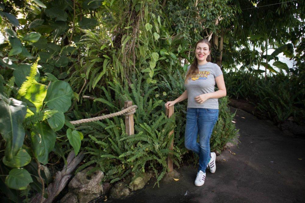 Paola Bertoni dentro la Biosfera di Genova